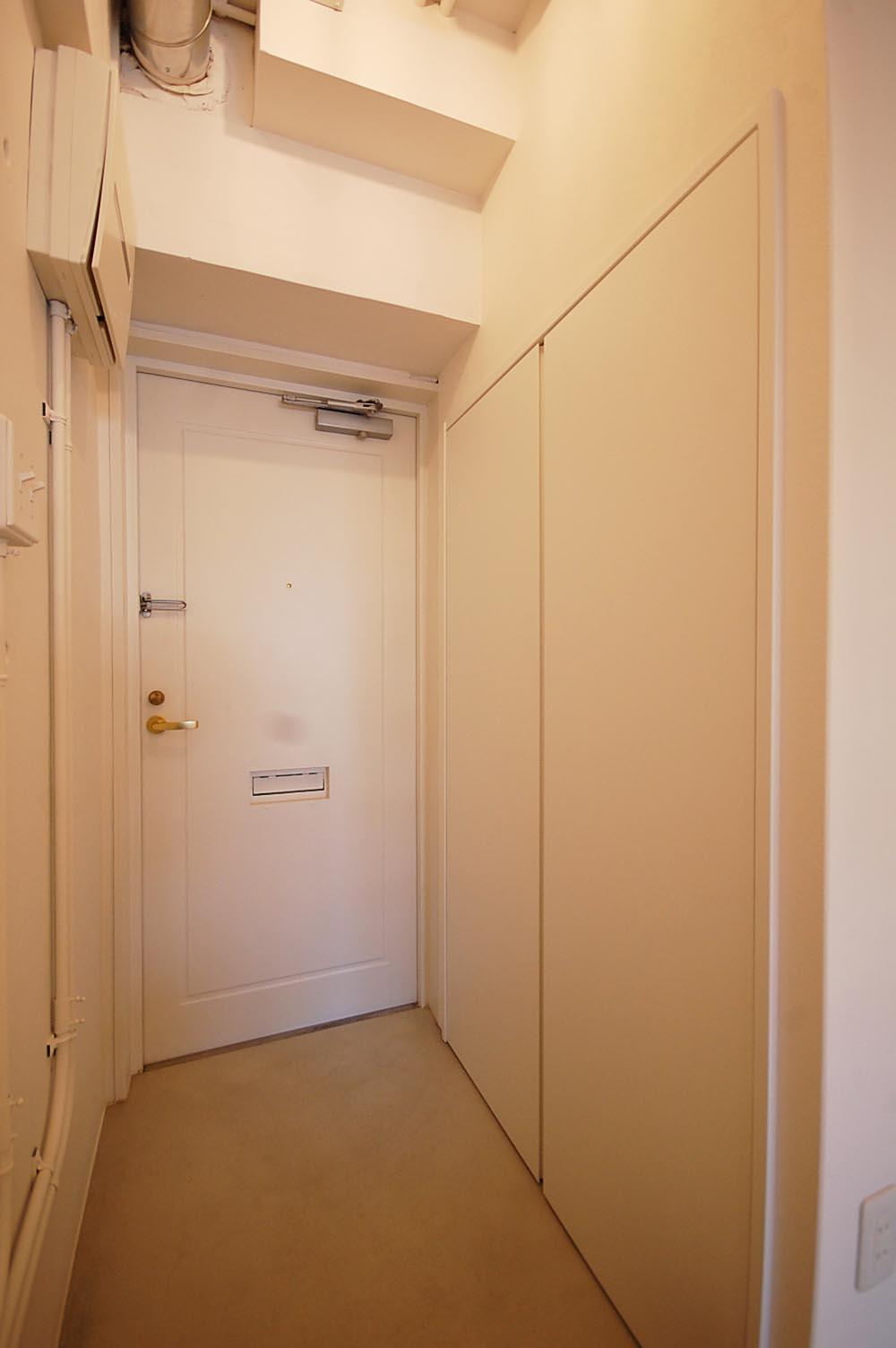 収納もある玄関