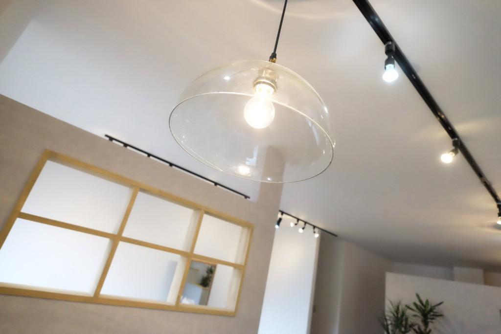 シンプルな照明器具