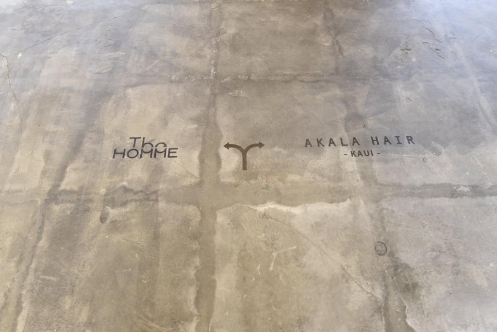 モルタル床は味のある使い古した感を表現