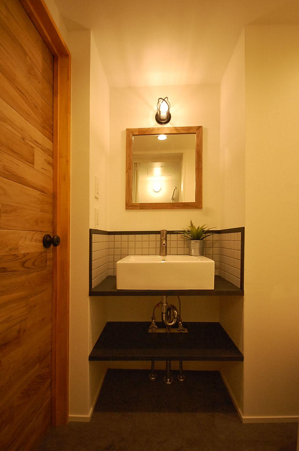シンプルながら使い勝手の良い洗面台