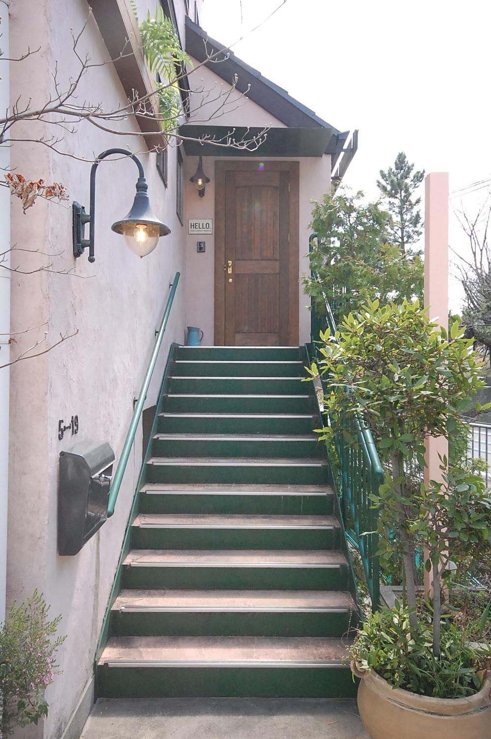 海外にある住宅をイメージした玄関