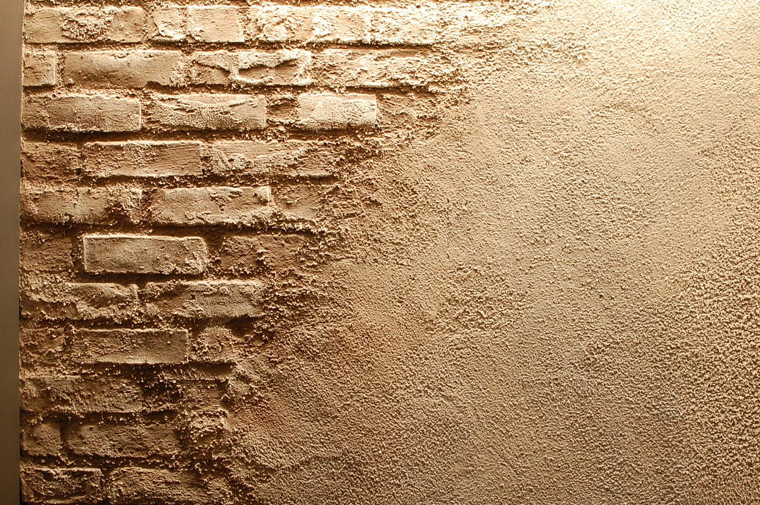 タイルが剥がれた感じの壁
